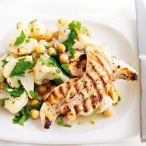 Was koch ich heute schnell und lecker? Huhn auf Blumenkohl und Erbsen